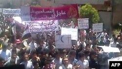 Biểu tình chống chính phủ tại thành phố Kafr Nabl ở miền đông bắc Syria, ngày 3 tháng 6, 2011