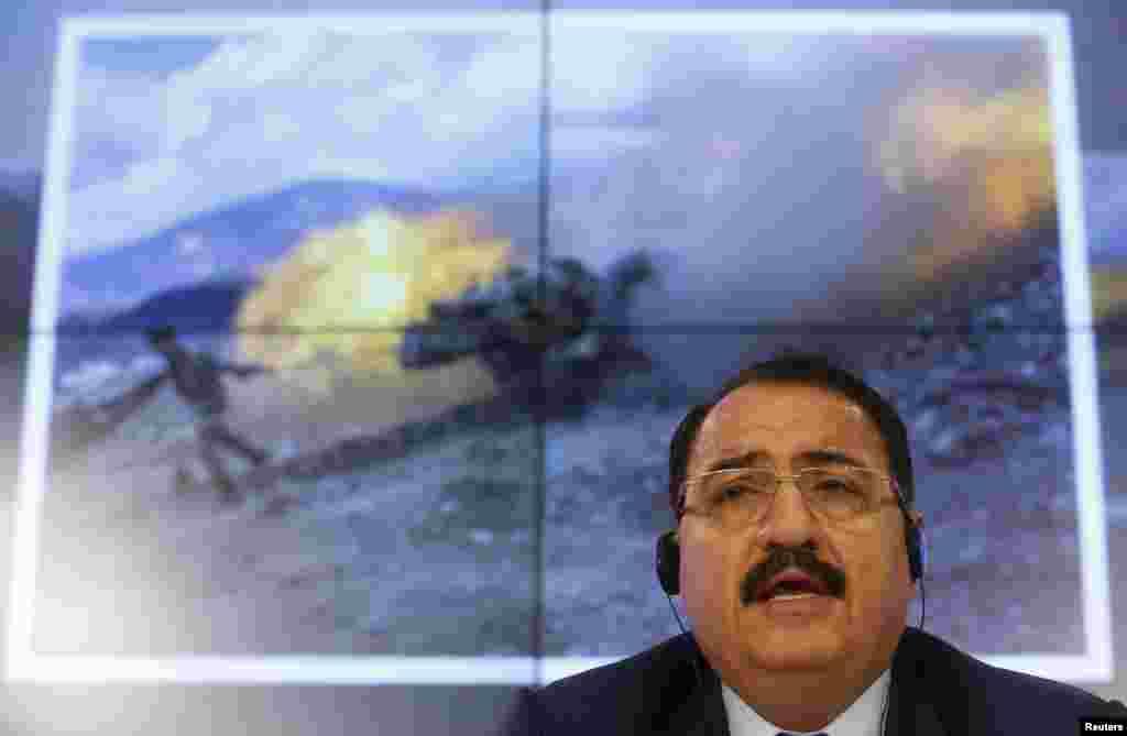 Duta Besar Suriah untuk Rusia, Riad Haddad, berbicara dalam konferensi pers di Moskow (1/10). (Reuters/Maxim Zmeyev)
