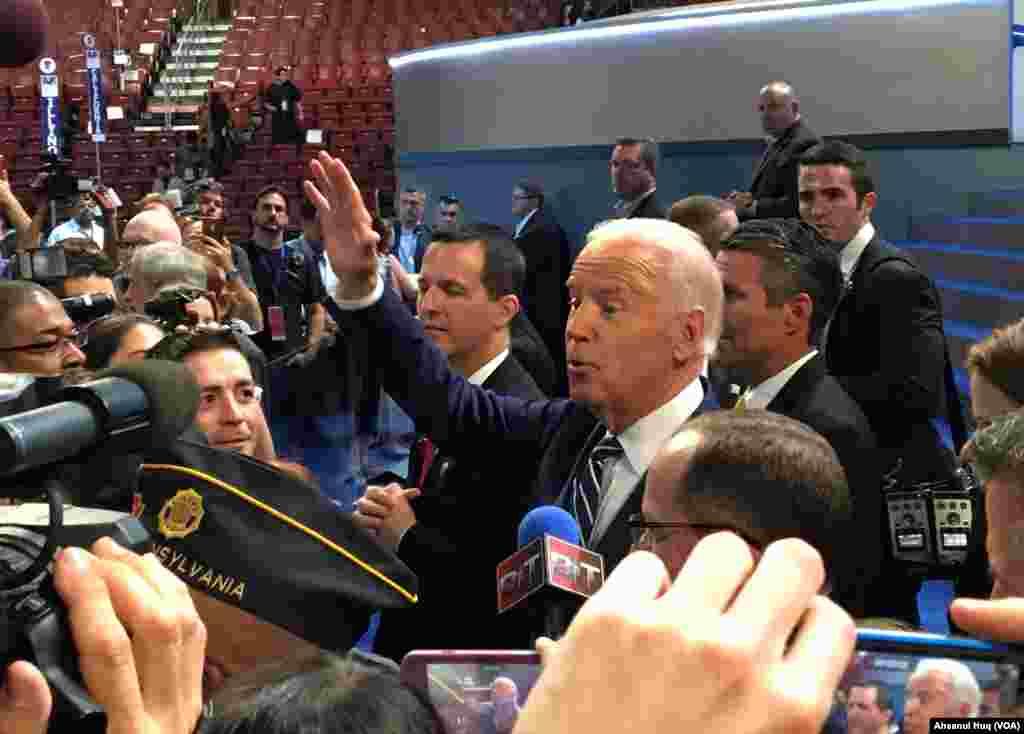 Vice President Joe Biden walks the floor of the Democratic National Convention in Philadelphia, July 26, 2016. (Ahsanul Huq/VOA)