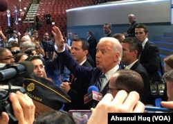 Vice President Joe Biden walks the floor of the Democratic National Convention in Philadelphia, July 26, 2016 (Ahsanul Huq/VOA)