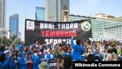 Beberapa aktivis anti rokok di Jakarta melakukan unjuk rasa memperingati Hari Tanpa Tembakau Sedunia (foto: dok). Mulai 1 Juni 2012, Pemprov Bali secara resmi memberlakukan Perda Kawasan tanpa Rokok (KTR).