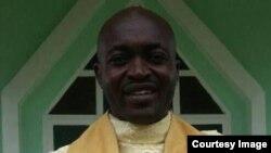 Alexander Sob, curé de la paroisse de Bomaka, un quartier de Buea, assassiné dans la capitale de la région anglophone du Sud-Ouest, au Cameroun, 21 juillet 2018. (Facebook/ Alexander Sob)