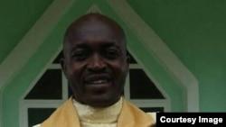 Alexander Sob, curé de la paroisse catholique de Bomaka, un quartier de Buea, assassiné dans la capitale de la région anglophone du Sud-Ouest, au Cameroun, 21 juillet 2018. (Facebook/ Alexander Sob)
