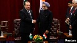 29일 나와즈 샤리프 파키스탄 총리(왼쪽)와 만모한 싱 인도 총리가 29일 유엔총회가 열린 뉴욕에서 1시간 가량 정상회담을 가졌다.