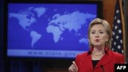 Хиллари Клинтон на презентации доклада