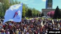 乌克兰亲俄罗斯分裂人士星期天举行集会支持普京总统