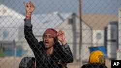 محمد وصال وايي چې دا وخت ډېر شمېر افغان ځوانان د قاچاقبرو په بند کې پراته دي