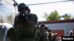 La police anti-émeutes, déployée après le décès de Michael Brown à Ferguson, dans le Missouri (Reuters)