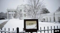 Белый дом после снегопада (архивное фото)