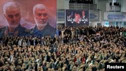 Molitva u Teheranu u vreme komemoracija za Kasema Sulejmanija, vođe elitnih jedinica Kuds ubijenog u američkoj vojnoj akciji u Iraku, 17. januara 2020.