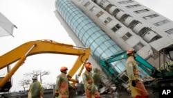 台湾花莲震后的搜救工作还在继续 (2018年2月7日)