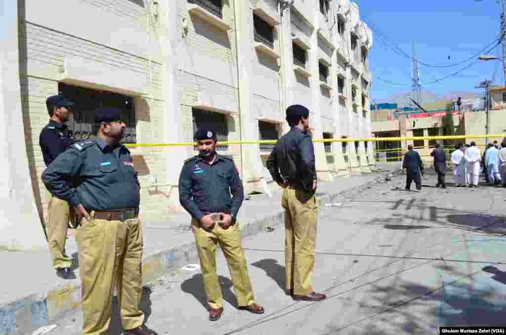 منگل کو بلوچستان میں تمام سرکاری و نجی عمارتوں پر قومی پرچم سرنگوں ہے۔