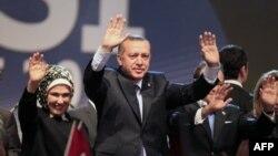 Turkiya Bosh vaziri Rajab Toyib Erdog'an va rafiqasi