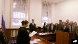 Судья зачитывает приговор в отношении Свидетелей Иеговы. Москва, 26 марта, 2004.