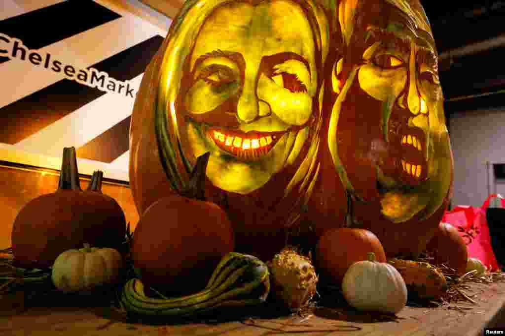 شکل صورت های هیلاری کلینتون و دونالد ترامپ کاندیدهای ریاست جمهوری آمریکا روی یک کدو بزرگ به مناسبت هالووین تراشیده شده است. نیویورک، آمریکا.