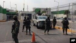 Miembros de la marina mexicana y la policía federal realizaron la captura de César Gastélum Serrano en Cancún.
