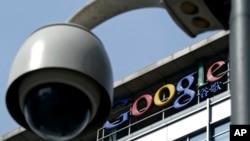 在北京的谷歌中国总部前的监控摄像头。