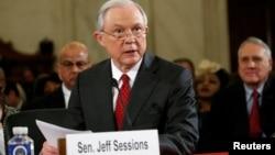 Sen. Jeff Sessions,ka abbaa alangaa addaa USA tahuuf dhiyaate Capitol Hill keessatti wa gaafatan (Amajjii 10, 2017.