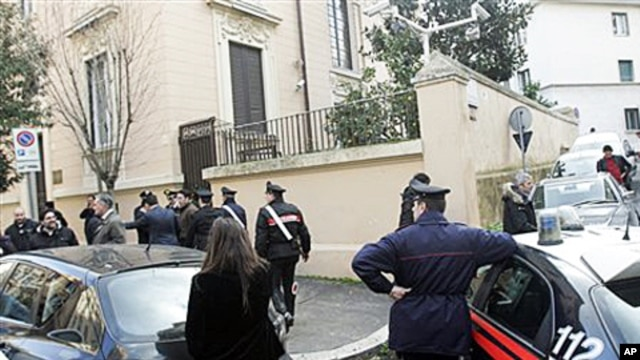 Carabinieri police officers stand guard outside the Ukrainian embassy where a false bomb alarm was reported, Rome, 23 Dec 2010