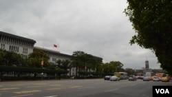 总统府附近凯达格兰大道上的台湾外交部(美国之音申华拍摄)