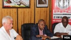 Roger Steyn, Kelibone Masiyane loNkosana Mapuma.