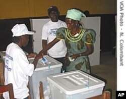 A Liberian woman casts a vote