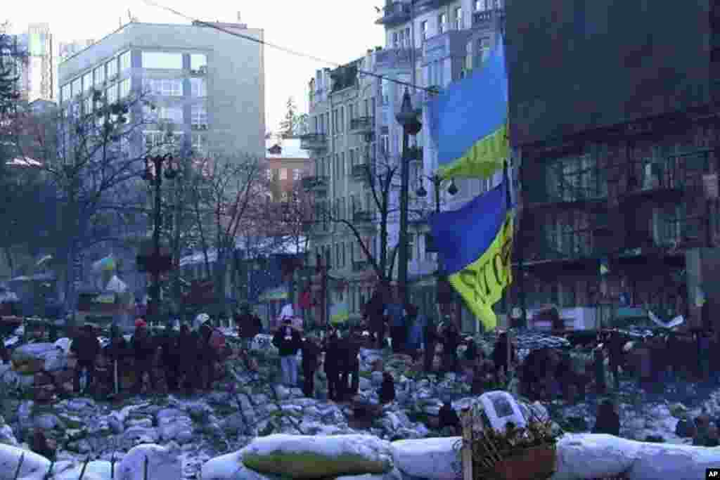 سنگربندی مخالفان دولت اوکراین در میدان استقلال - کیف، ۳۰ ژانویه ۲۰۱۴