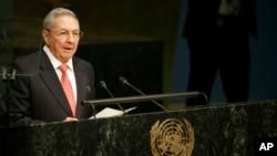 Presiden Kuba Raul Castro berpidato di KTT Pembangunan Berkelanjutan di markas besar PBB di New York, 26 September 2015.