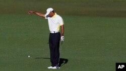 The Masters ေဂါက္သီးၿပိဳင္ပဲြမွာ Tiger Woods ၿပိဳင္ပြဲ၀င္ေနစဥ္။ (ဧၿပီလ ၁၂ ရက္၊ ၂၀၁၃)။