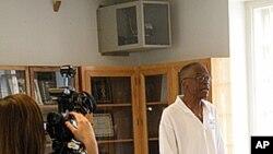 Zatvorenik David Belton govori u sklopu programa Prisoners Against Teen Tragedy kojem je cilj spriječiti maloljetničku delinkvenciju.