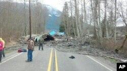 Condiciones en que quedó la carretera 530 en el condado de Snohomish luego del deslave de tierra.