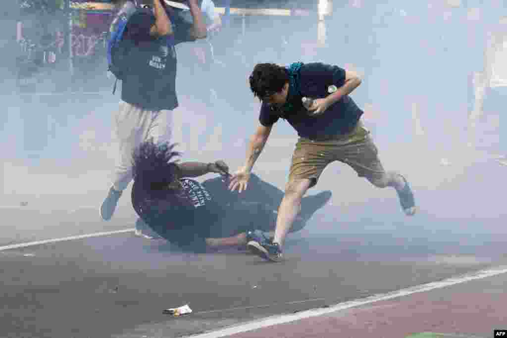 Protesters are tear gassed as the police disperse them near the White House in Washington, D.C., June 1, 2020 as demonstrations against George Floyd's death in Minneapolis custody continue.