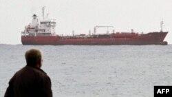 Сухогруз Chariot на рейде кипрского порта Лимассол. 11 января 2012г.