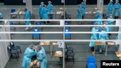 Hong Kong'da Corona virüsü testi yapılan bir merkez