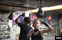 미 동부 펜실베이니아주 필라델피아에 위치한 '프론트 스트릿 짐(Front Street Gym)'에서 청소년들이 권투 연습을 하고 있다.