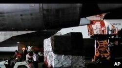 북한에서 하역되는 미국 구호단체들이 보낸 긴급구호물자