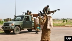 Burkinabe soldiers patrol near the Presidental Security Regiment (RSP) military barracks in Ouagadougou, Sept. 29, 2015.