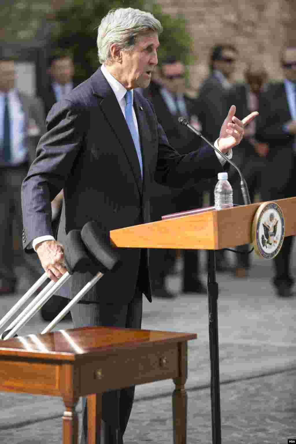 نشست خبری جان کری وزیر خارجه آمریکا در وین به مناسبت عادی سازی روابط با کوبا و بازگشایی سفارتخانه های دو کشور