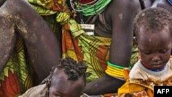 Somalinin cənubunda açlıq səbəbi ilə yüzlərlə insan Kenyaya üz tutur