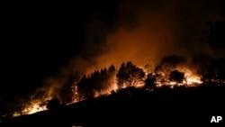 加利福尼亞的野火繼續蔓延