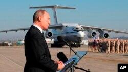 ولادیمیر پوتین رئیس جمهوری روسیه اواسط دسامبر ۲۰۱۷ به سوریه سفر و از پایگاه نظامی الحمیمم نیز بازدید کرده بود.