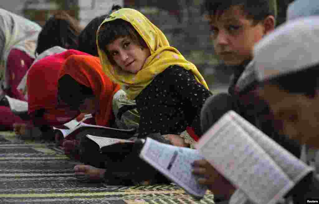 اسلام آباد کے ایک اسکول میں بچے تعلیم حاصل کر رہے ہیں