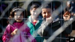 حکومت هنگری برای جلوگیری از ورود پناهجویان، سرحدش با صربستان را مسدود کرد