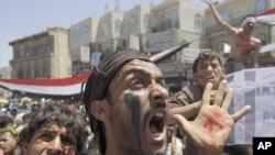 星期四也門反政府抗議者高呼口號