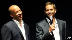 """Aktor Vin Diesel (kiri) dan Paul Walker dalam peluncuran film """"Fast & Furious 6""""."""