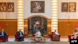 Američki državni sekretar Majk Pompeo sa kraljem Bahreina Hamadom bin Isom Ali Kalifom u prestonici Manami, 25. avgusta 2020.