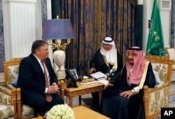 U.S. Secretary of State Mike Pompeo, left, meets with Saudi Arabia's King Salman in Riyadh, Saudi Arabia, Oct. 16, 2018.
