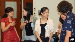 美国之音举办首次中国记者讲习班: 从左至右:北京李丽, 深圳范京蓉, 广州曾子越