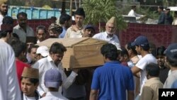Tang lễ của một người thuộc cộng đồng Ahmadi bị các phần tử chử chiến Hồi giáo tấn công