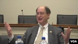 브래드 셔먼 미 하원 외교위 아태소위원장이 11일 미국 의회에서 열린 개성공단 기업인 설명회에서 발언하고 있다.